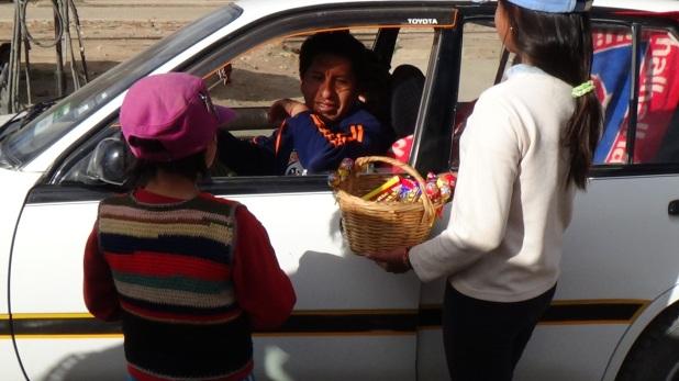 Resultado de imagen para venden dulces calles niños